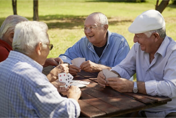 let-your-seniors-stay-connected-with-family-and-friends