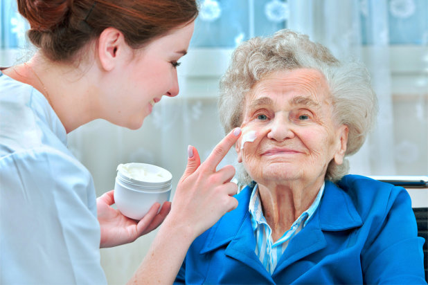 5-powerful-ways-to-care-for-your-senior-loved-ones-skin